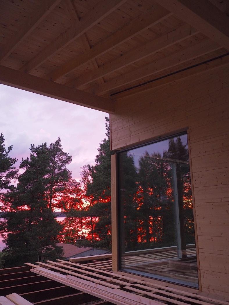 Auringonlasku terassilta