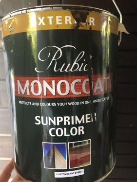 Tämännäköistä öljyä vedämme hirsiseiniin. Ulos tumman harmaa/ruskeaa ja siälle läpikuultavaa 5% valkoisella sävytettynä.